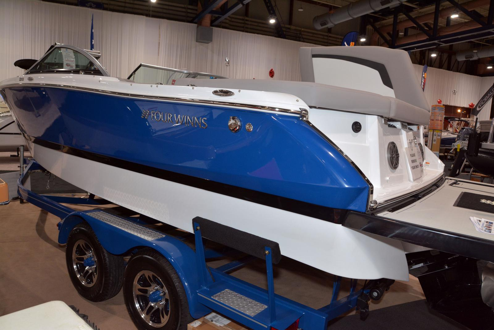 2020 Four Winns boat for sale, model of the boat is Horizon 230 & Image # 4 of 14