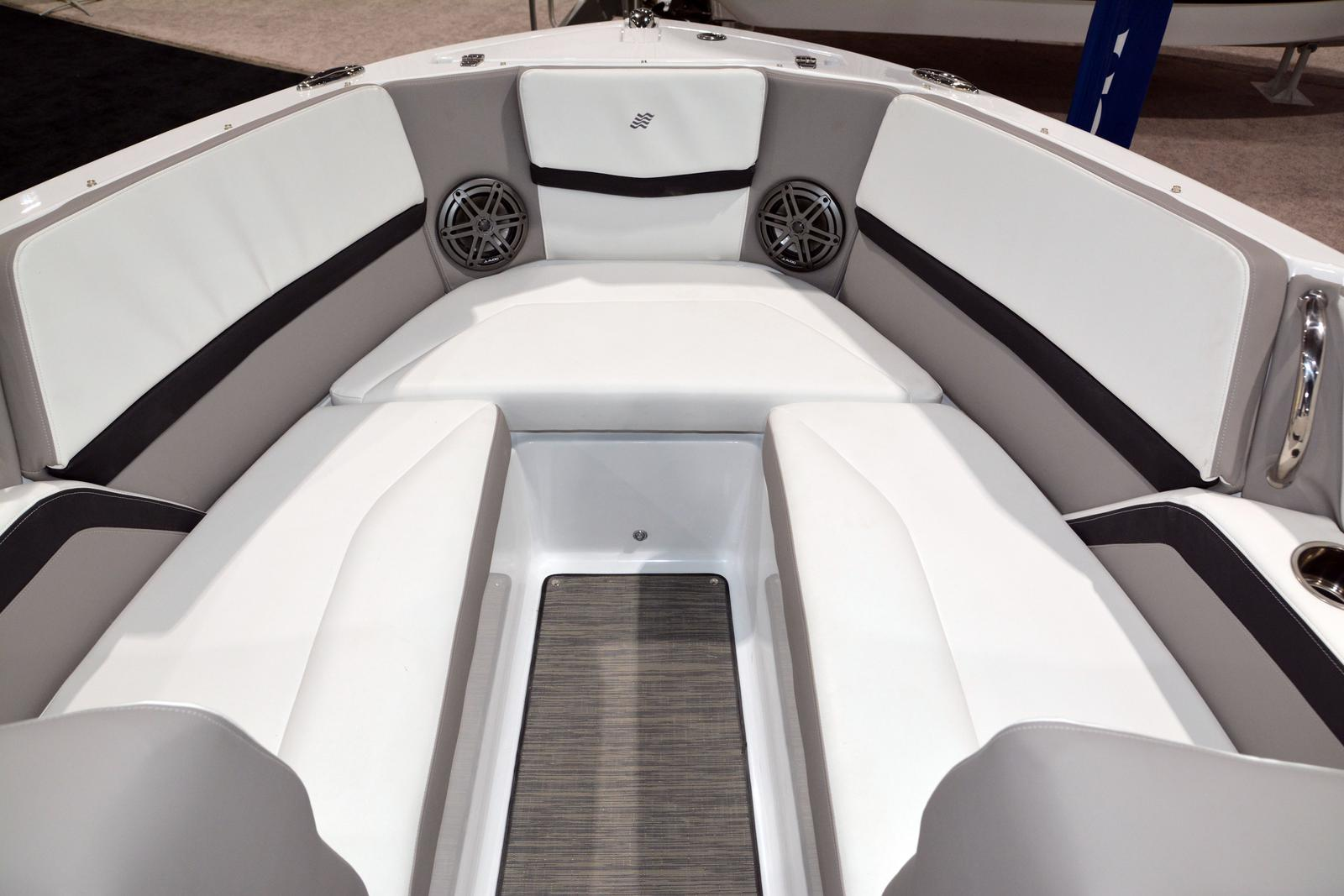 2020 Four Winns boat for sale, model of the boat is Horizon 230 & Image # 5 of 14