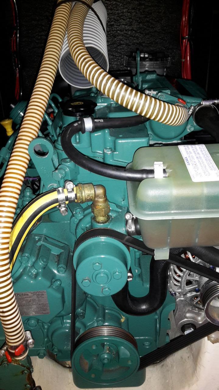 Dufour 40e Volvo 40hp engine