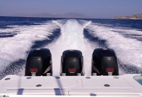 EVERGLADES 35 With 3 Suzuki Outboard Engines