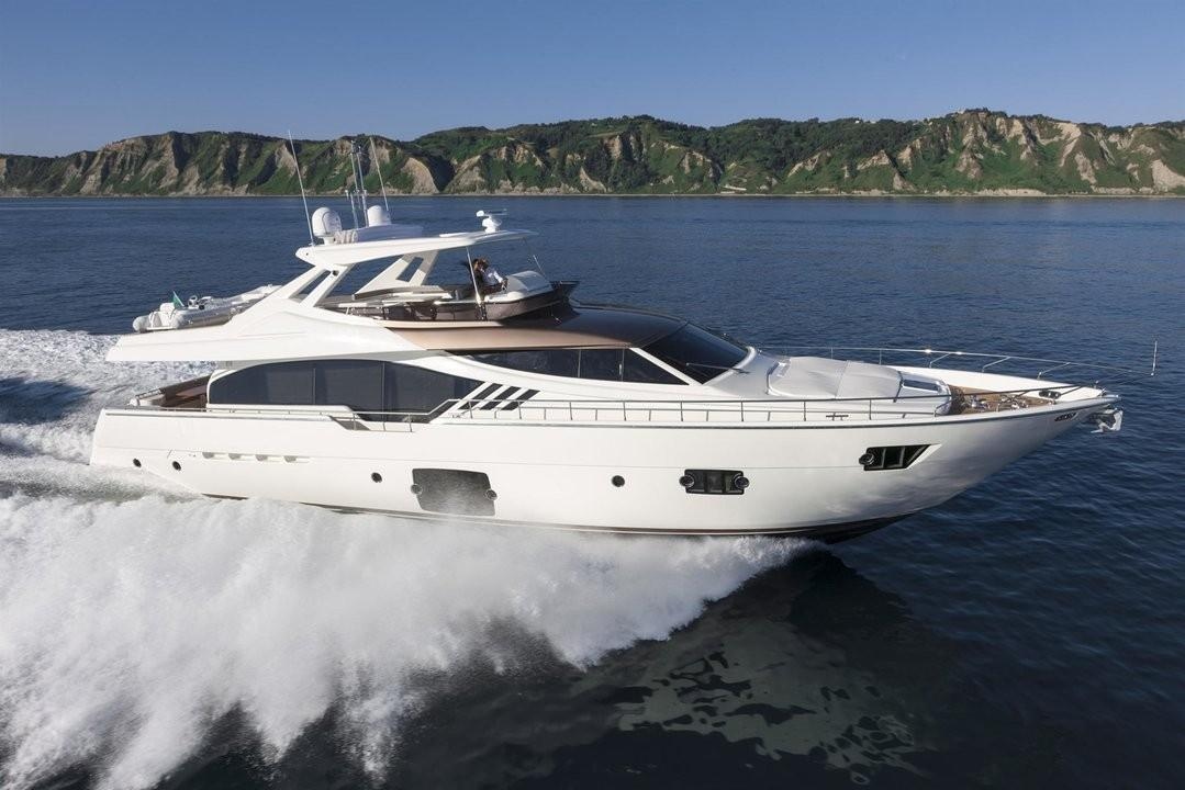 87.4 ft Ferretti Yachts 870