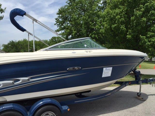 2004 Sea Ray 220SL