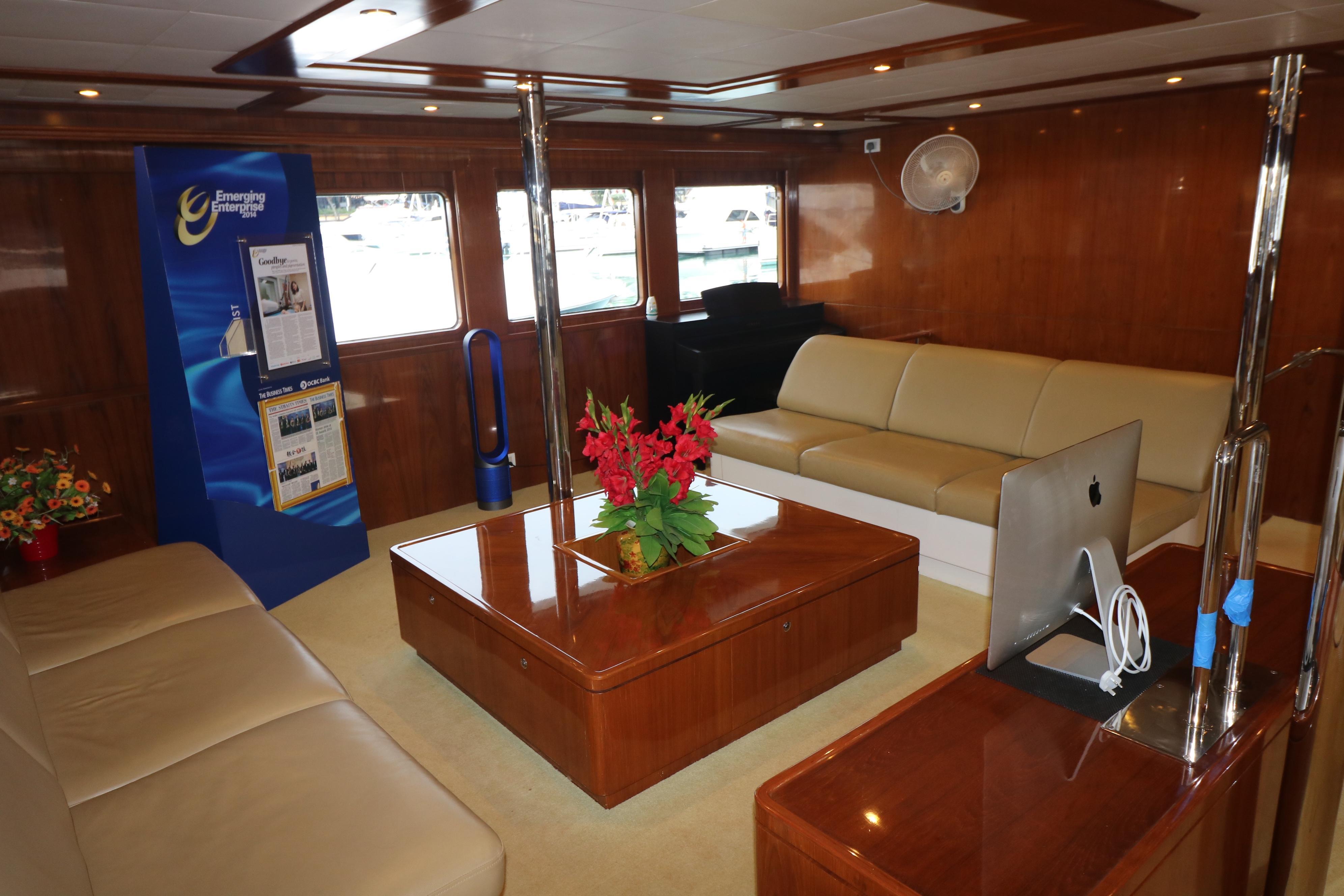77 Power Catamaran-12