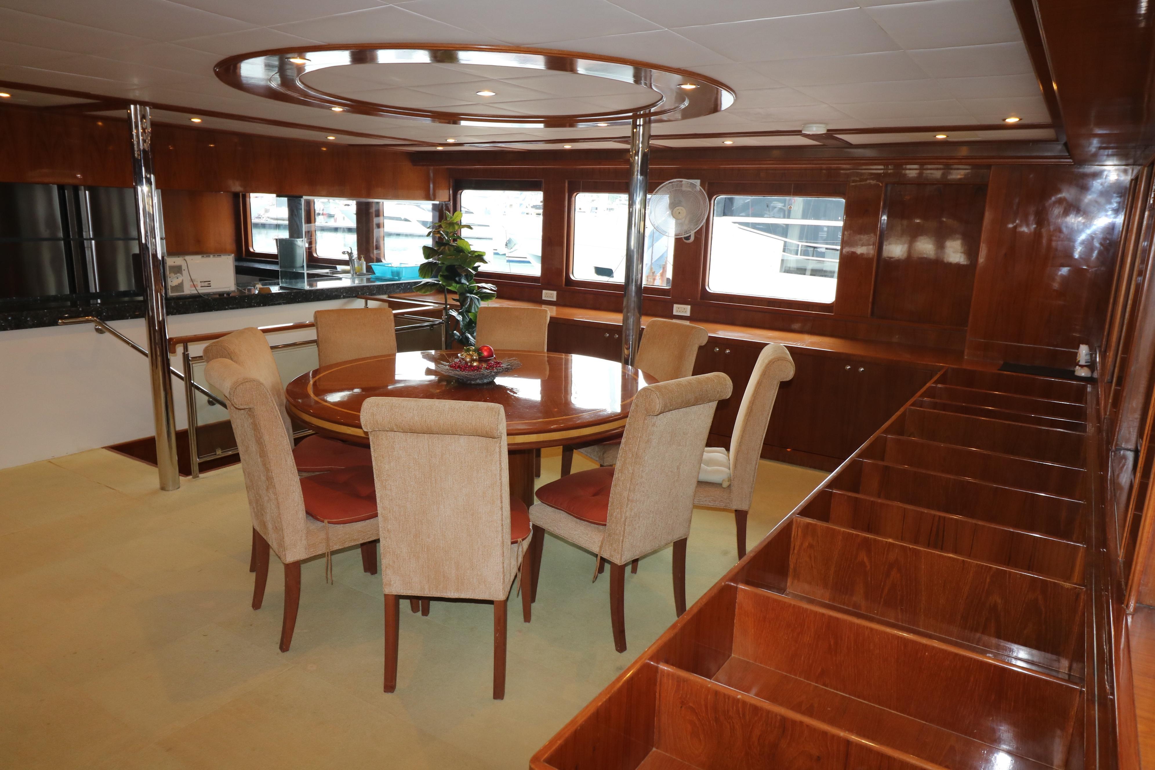 77 Power Catamaran-14