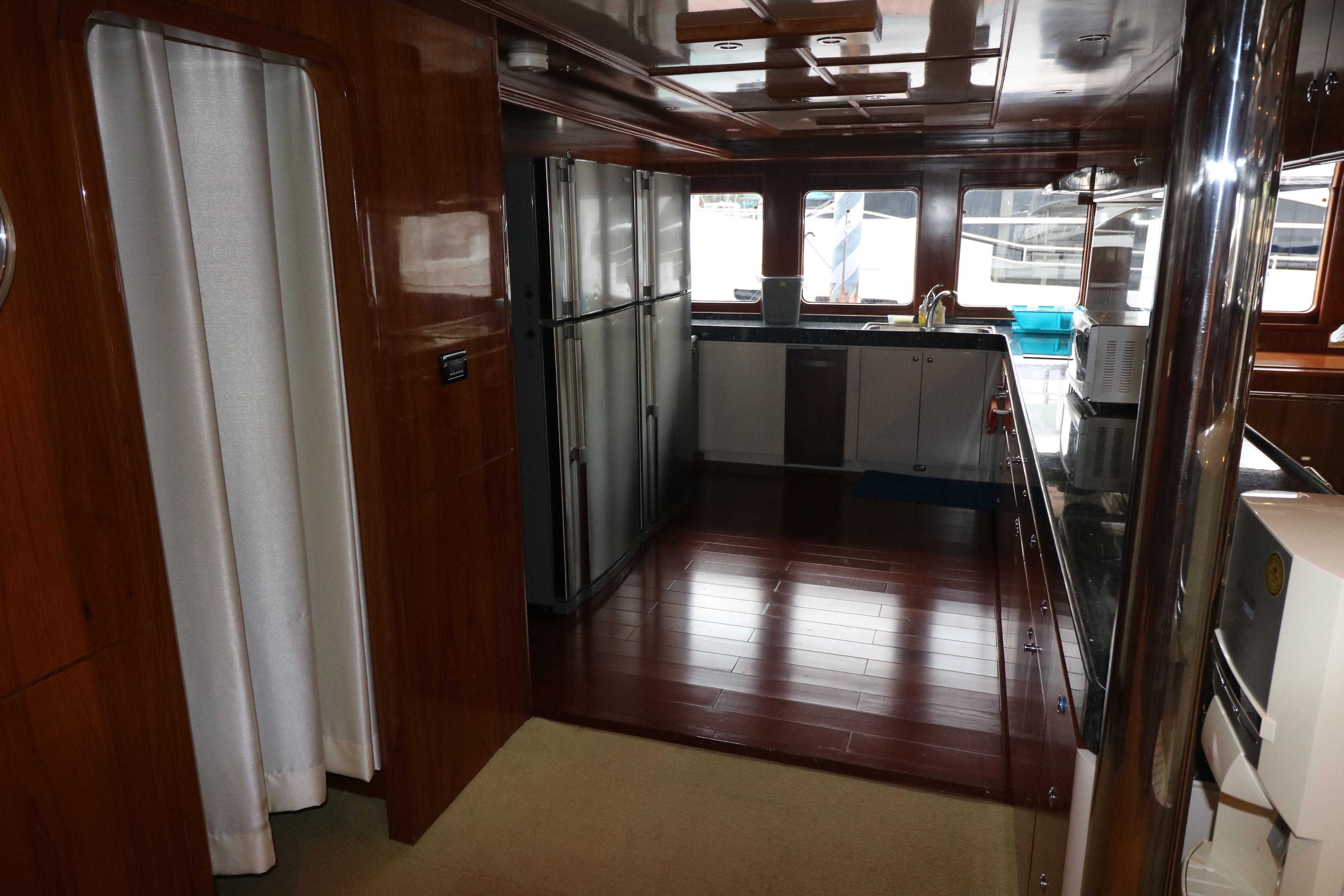 77 Power Catamaran-16