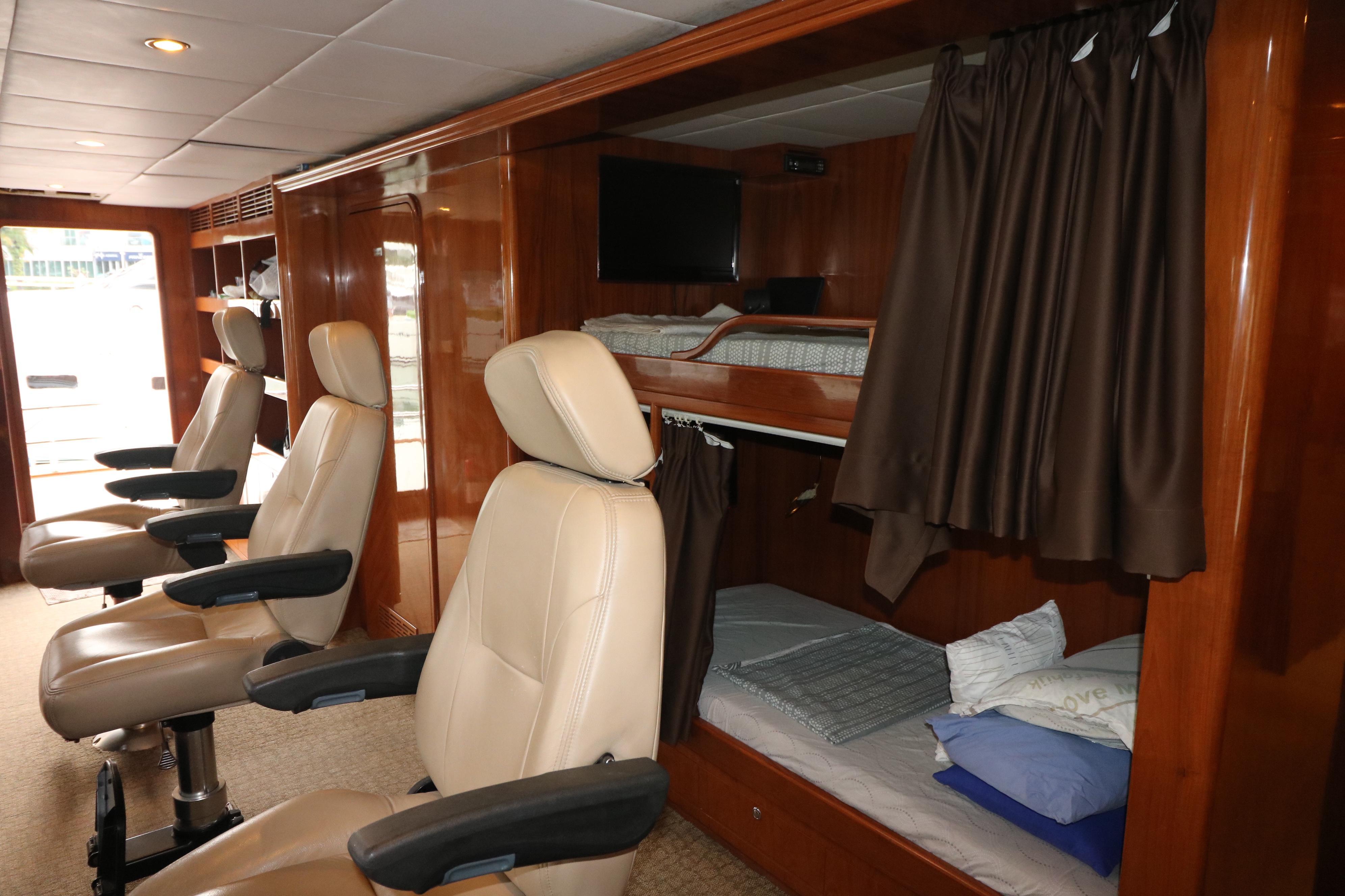 77 Power Catamaran-31