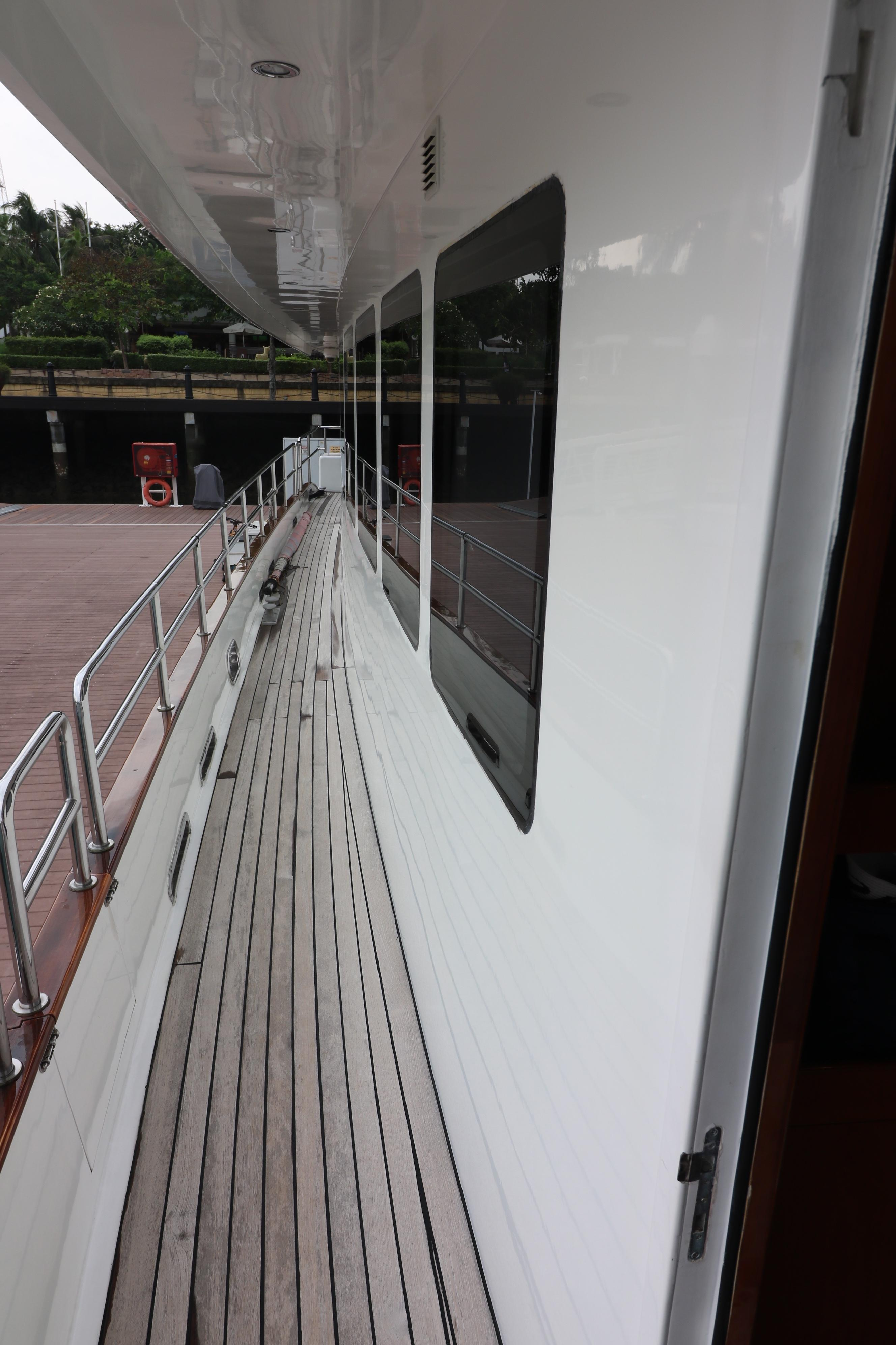 77 Power Catamaran-3