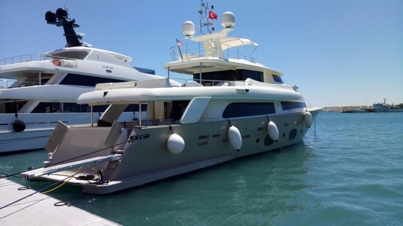 107' Ferretti Yachts 2009