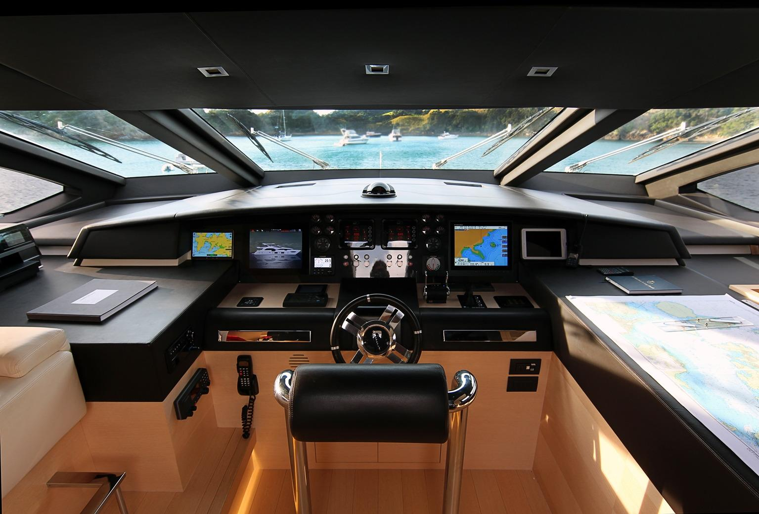 Azimut 100 Grande Bridge