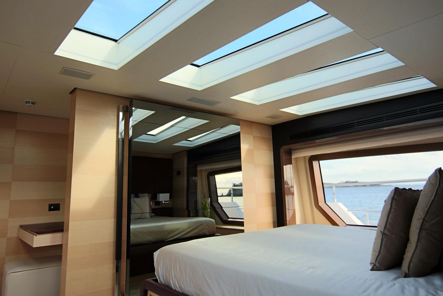 Azimut 100 Grande Master cabin