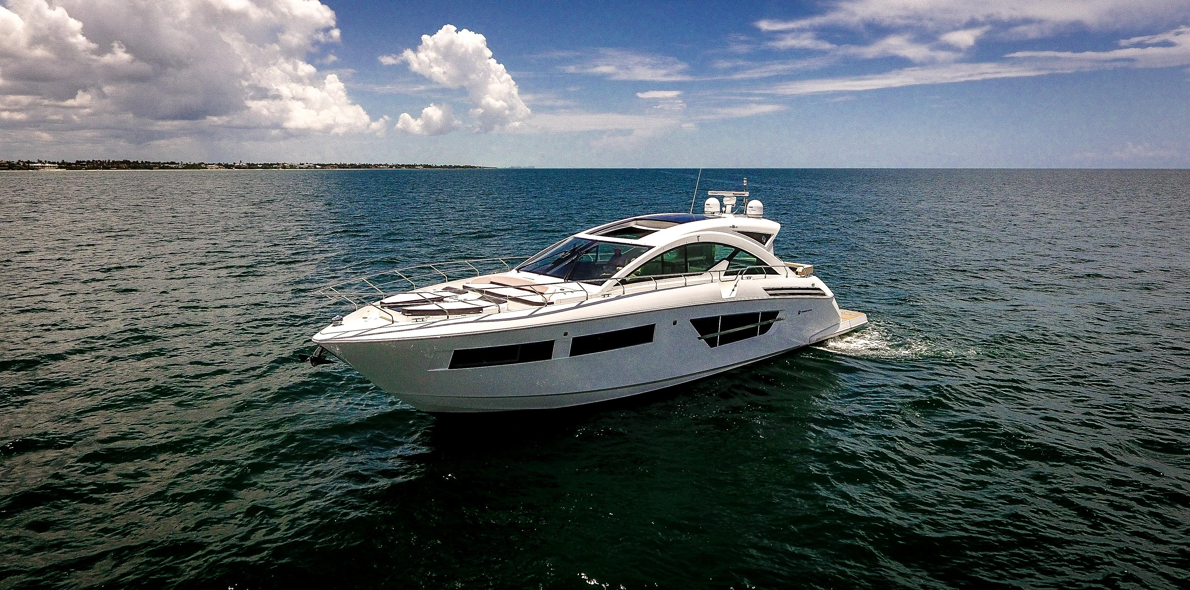 60 ft Cruisers Yachts cantius