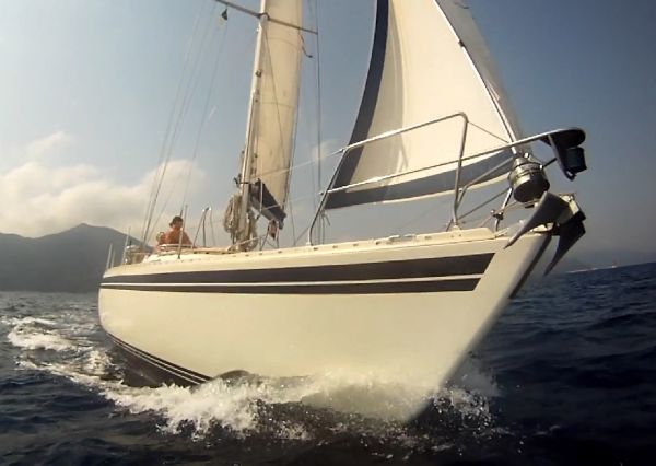 Moody 37 built 1986 to the respected design of Bill Dixon by Marine Projects ...