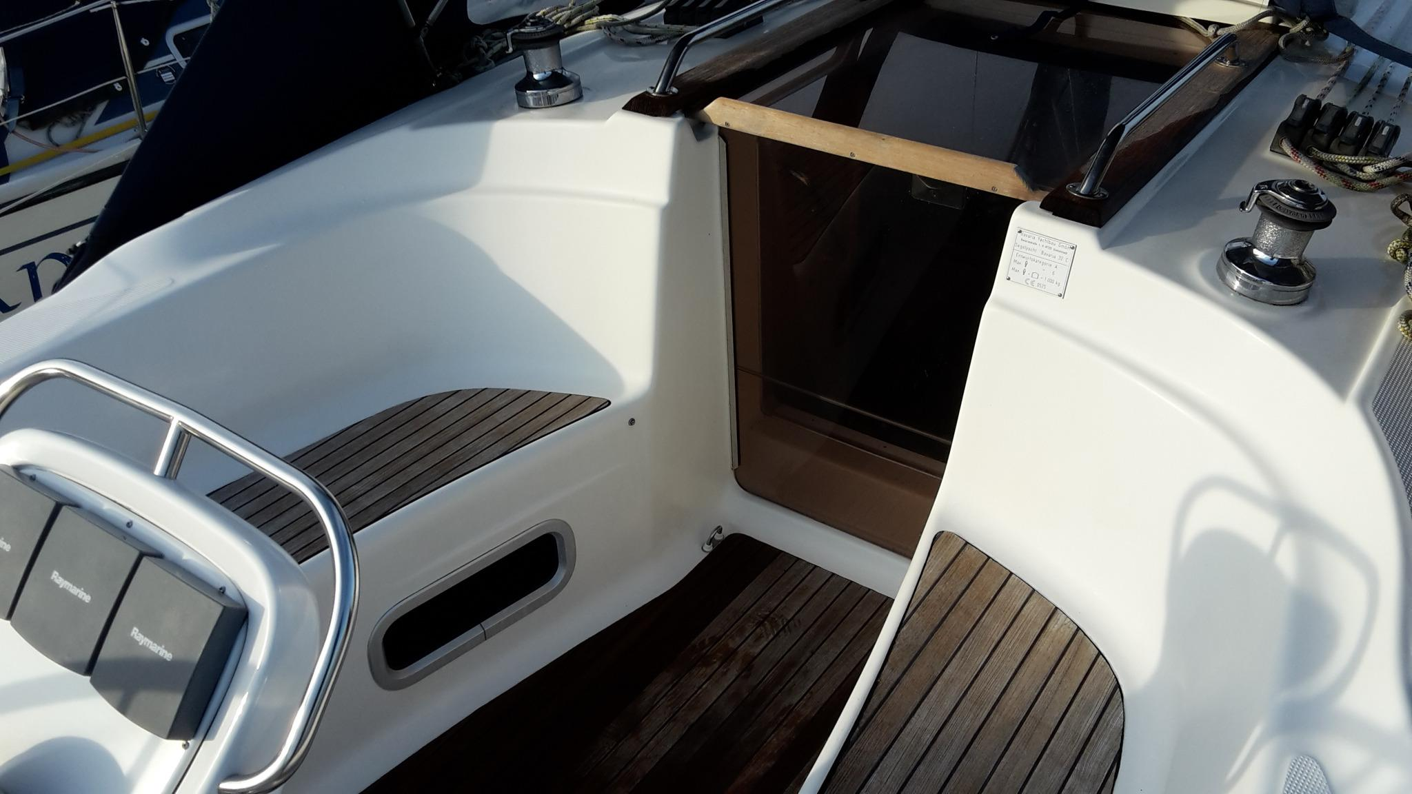 Bavaria 32 cockpit