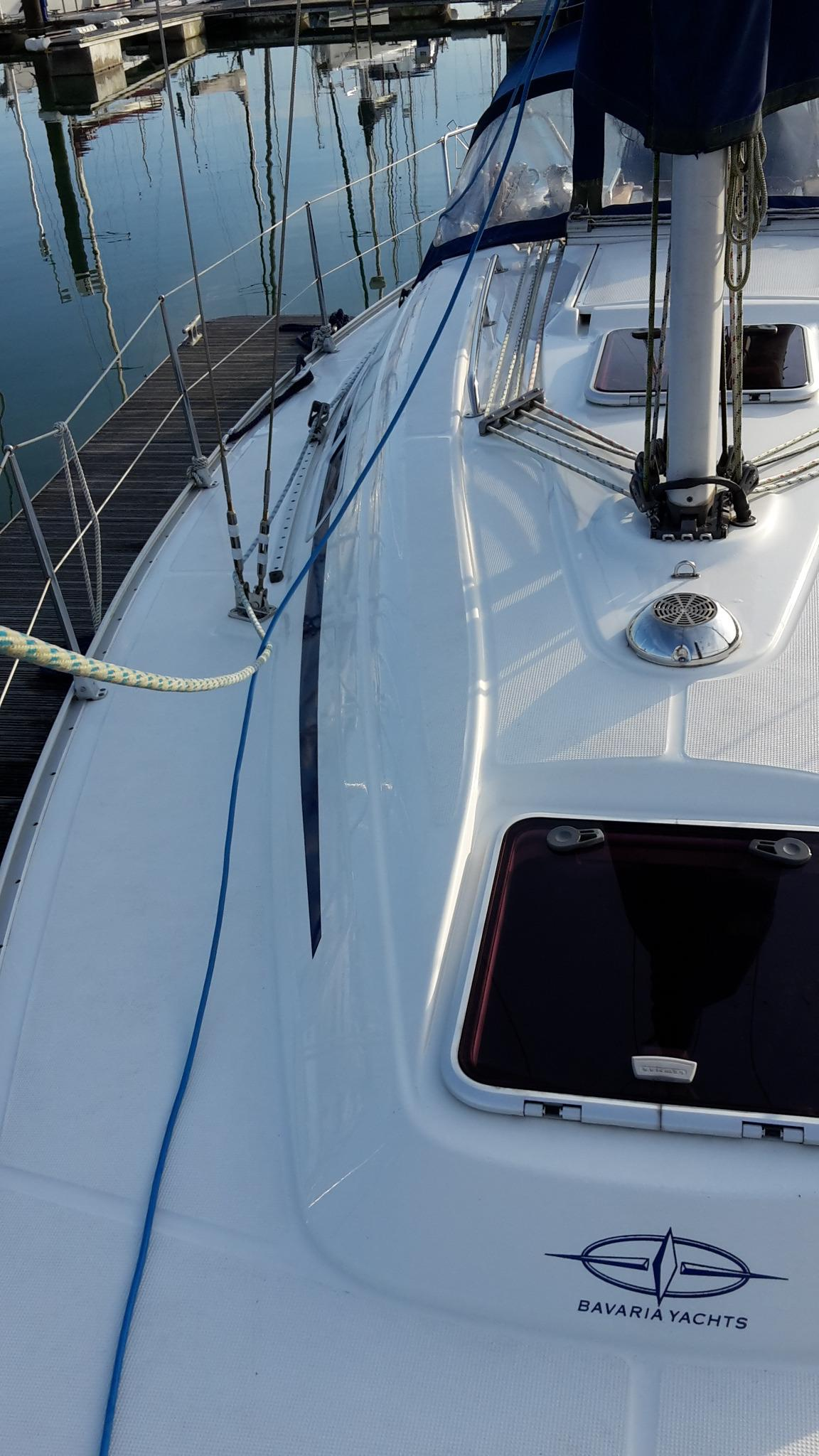 Bavaria 32 side deck