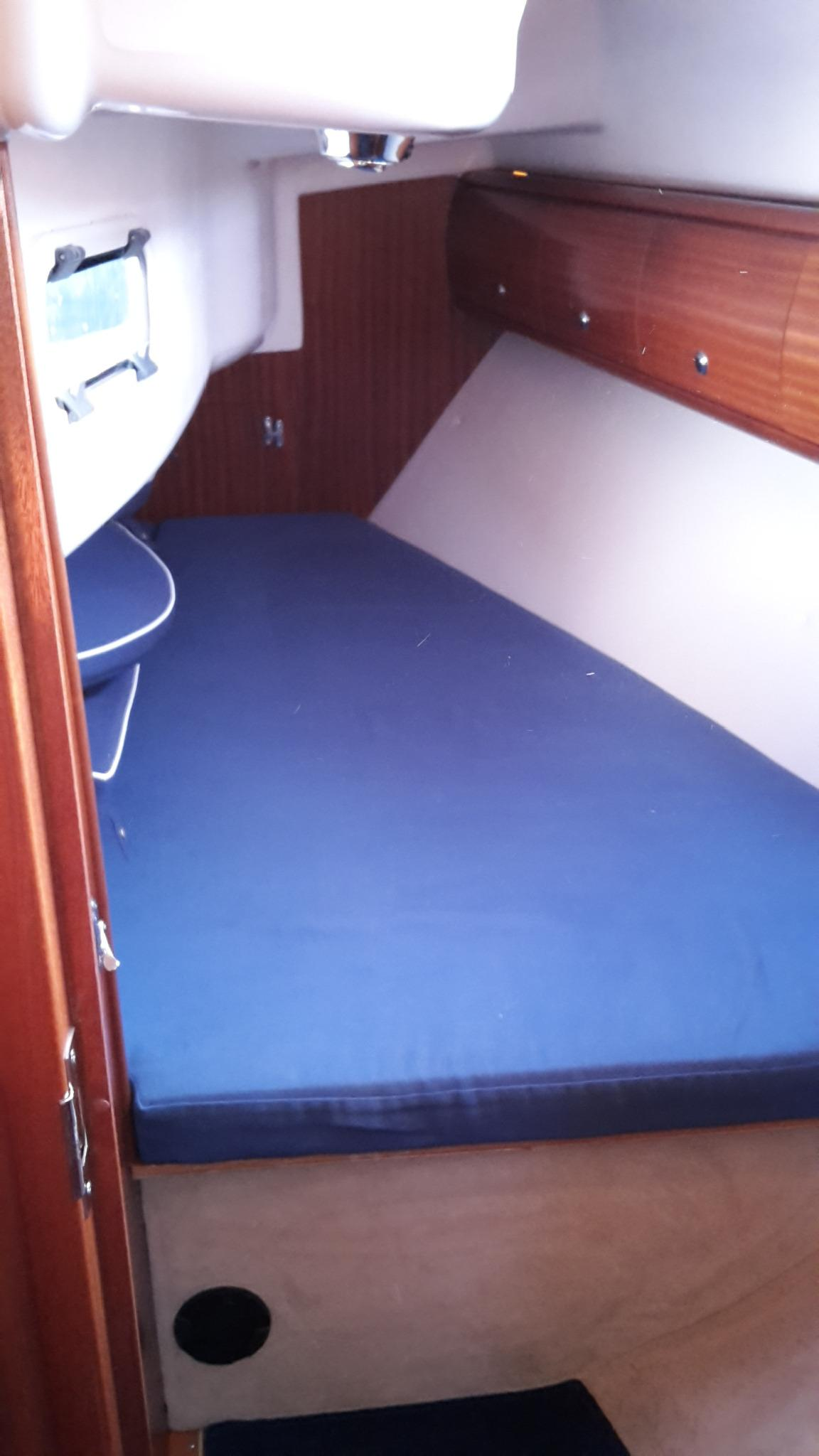Bavaria 32 forward cabin