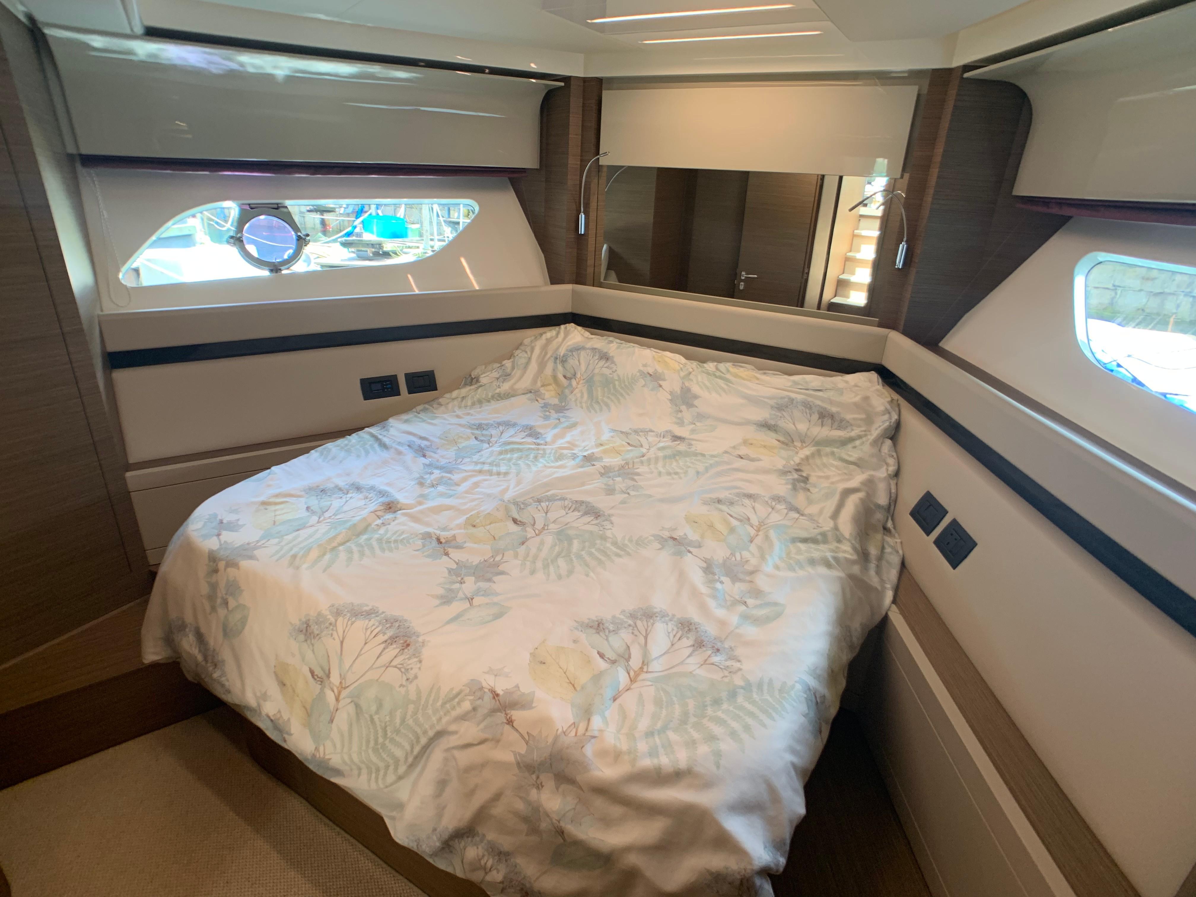 Ferretti 550 VIP Cabin