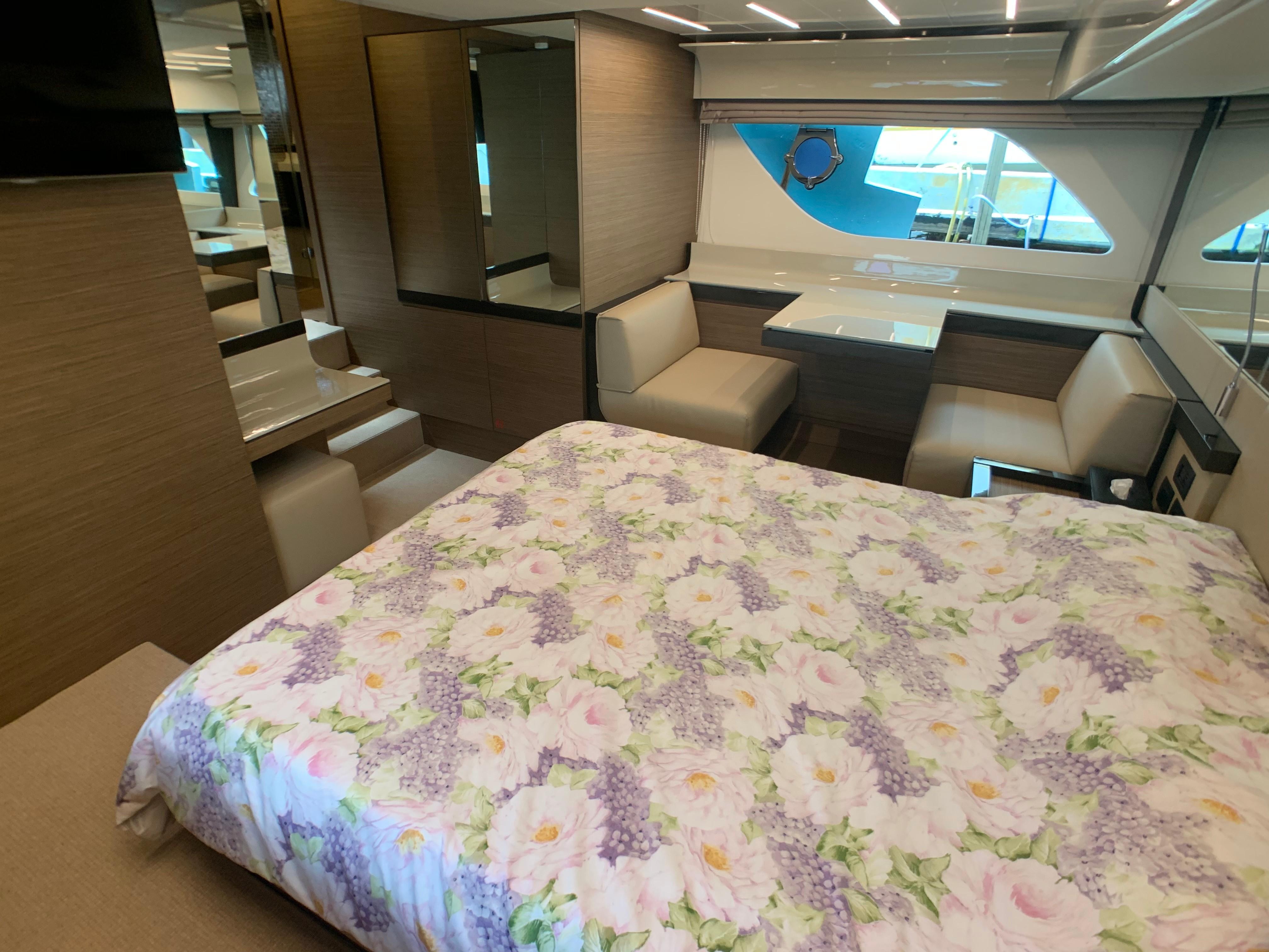 Ferretti 550 Master Cabin