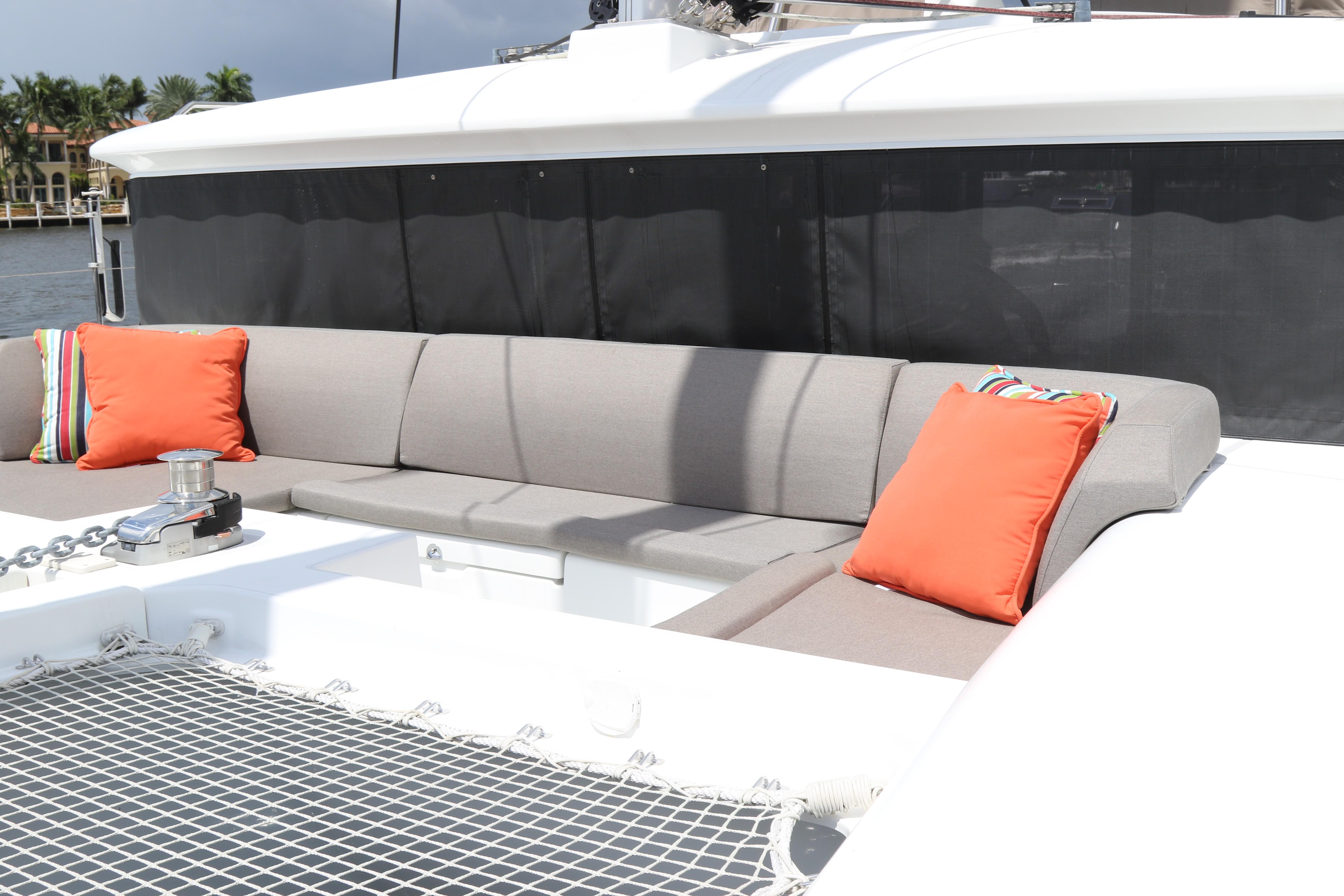 2016 Lagoon 45' Stars Aline - Flybridge Seating Area