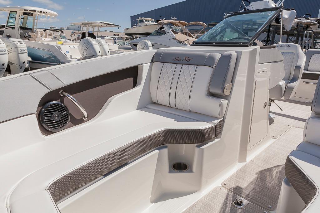 Sea Ray240 Sundeck Outboard
