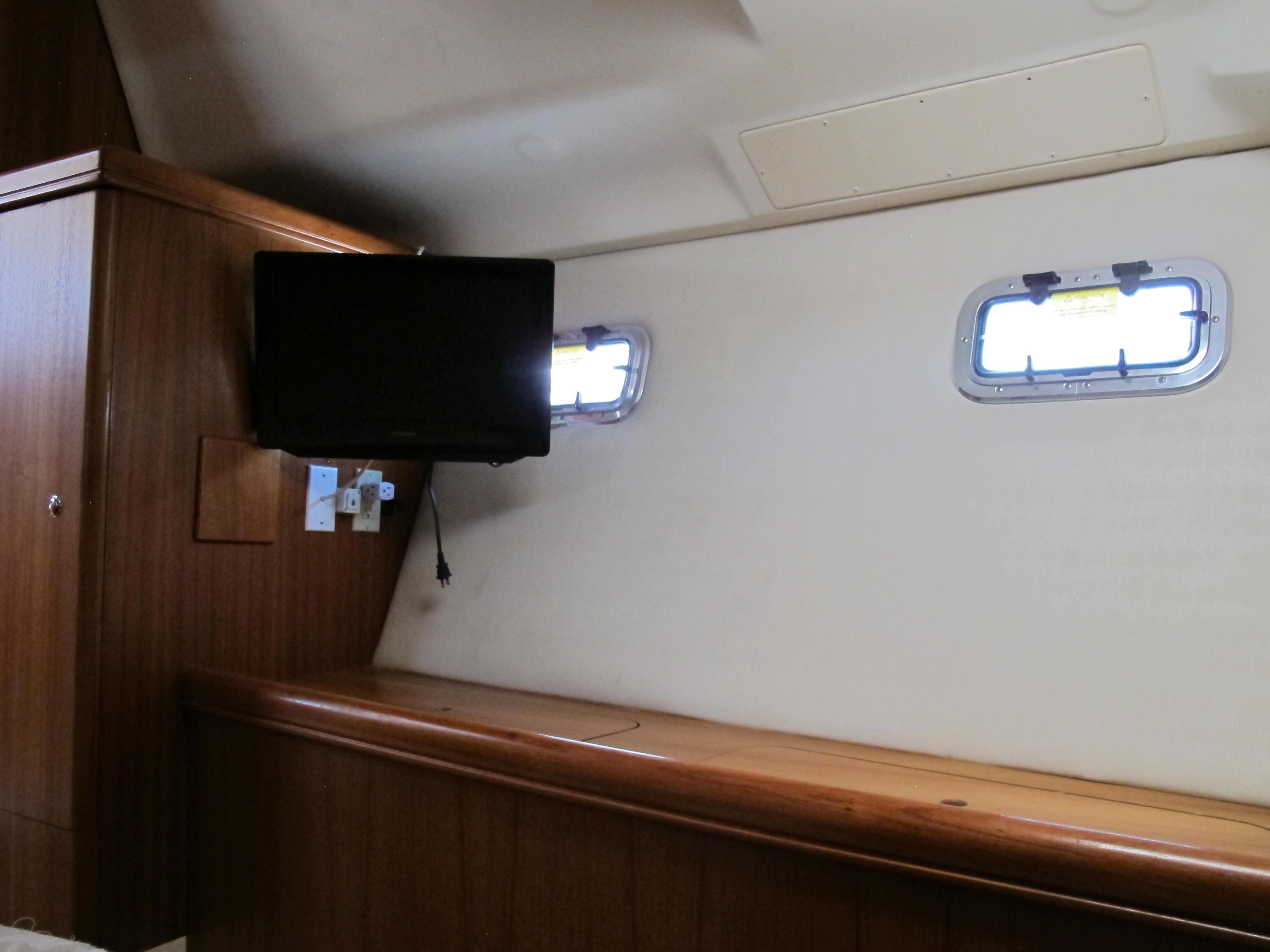44' Hunter 44 Deck Salon 2004 | Seacoast Yachts