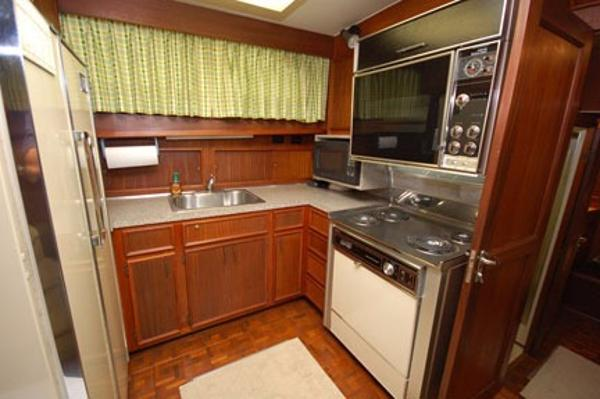 Hatteras 53 Motor Yacht Brokerage Broker