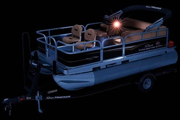 2020 Sun Tracker boat for sale, model of the boat is Bass Buggy 16 DLX & Image # 3 of 33
