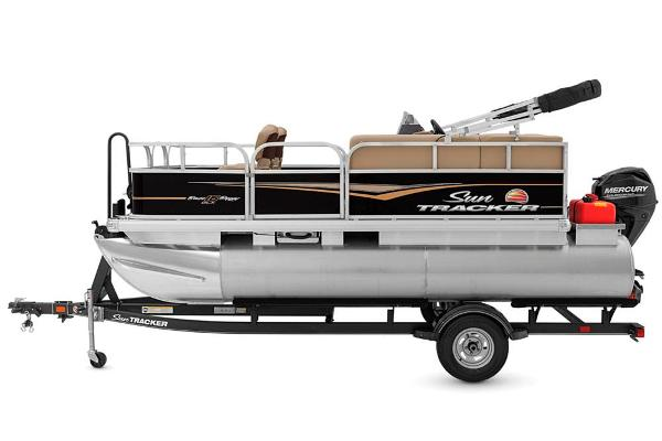 2020 Sun Tracker boat for sale, model of the boat is Bass Buggy 16 DLX & Image # 5 of 33