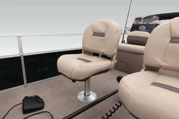 2020 Sun Tracker boat for sale, model of the boat is Bass Buggy 16 DLX & Image # 19 of 33