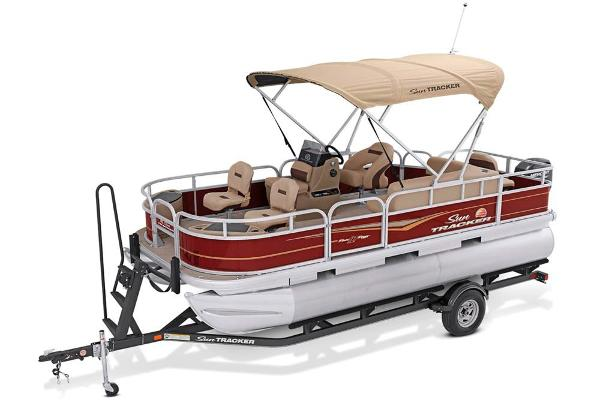 2021 Sun Tracker boat for sale, model of the boat is Bass Buggy 18 DLX & Image # 9 of 52