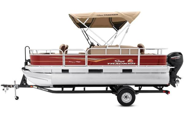 2021 Sun Tracker boat for sale, model of the boat is Bass Buggy 18 DLX & Image # 12 of 52