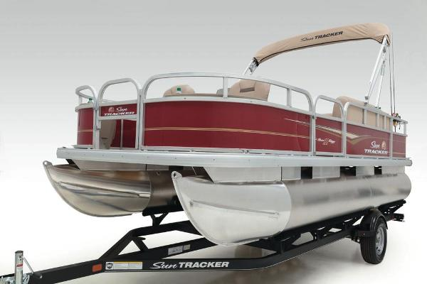 2021 Sun Tracker boat for sale, model of the boat is Bass Buggy 18 DLX & Image # 16 of 52