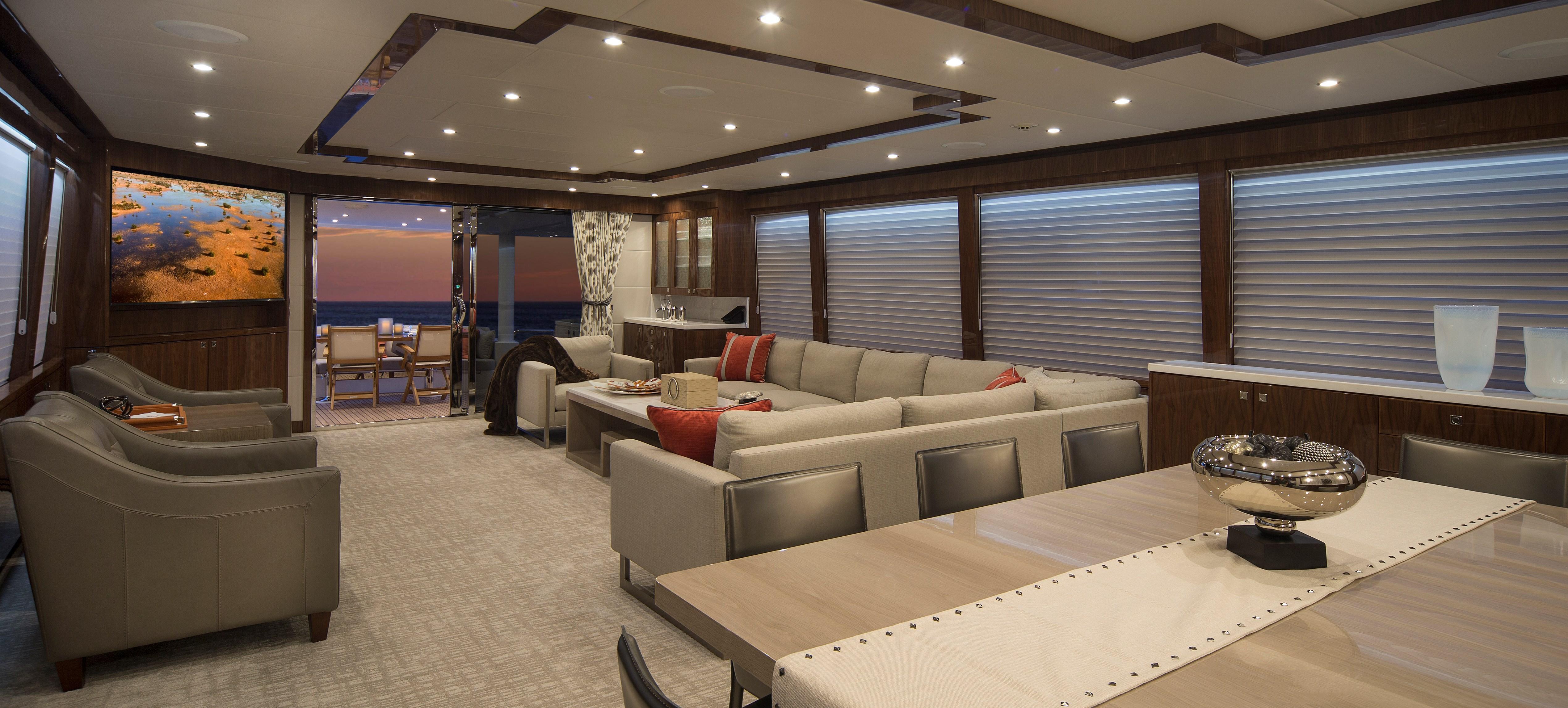 100 Hargrave Raised Pilothouse Salon