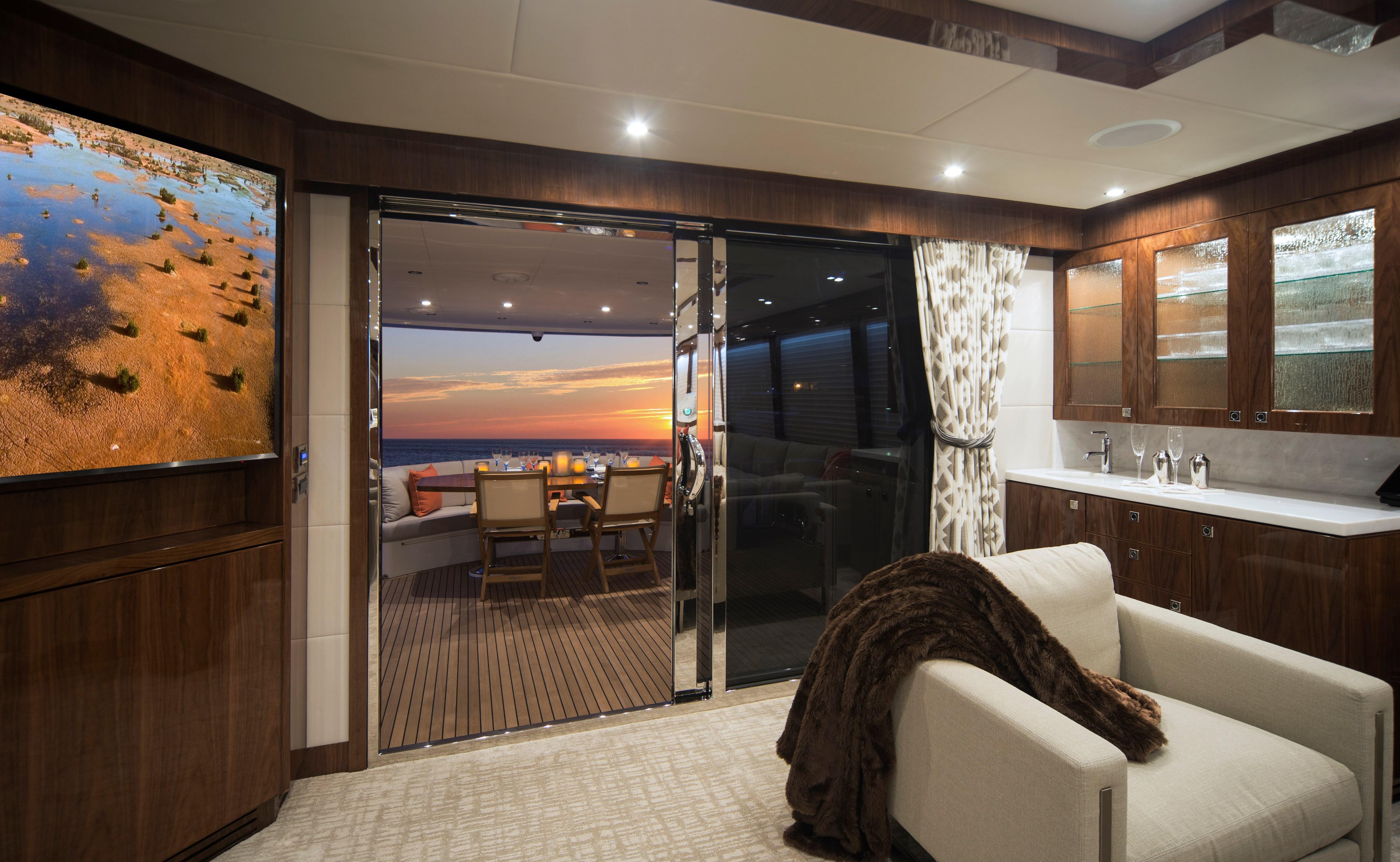 100 Hargrave Raised Pilothouse Salon - Aft Deck