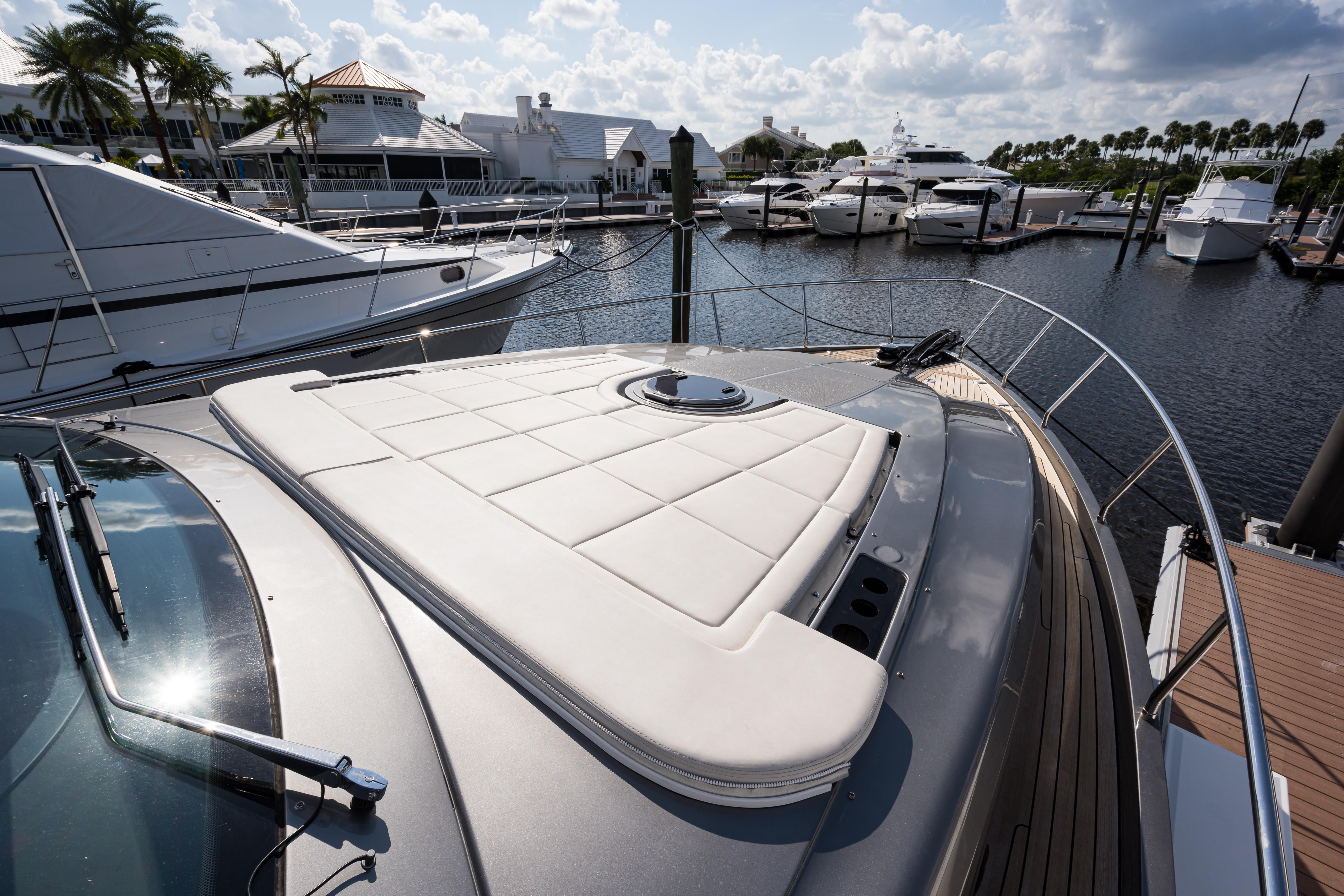Sunshine, 62 Pershing 2014 Fore Deck Sunpads