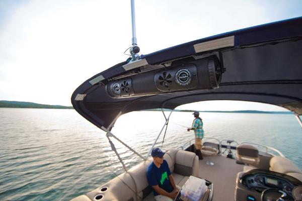 2020 Sun Tracker boat for sale, model of the boat is Fishin' Barge 22 DLX & Image # 16 of 17