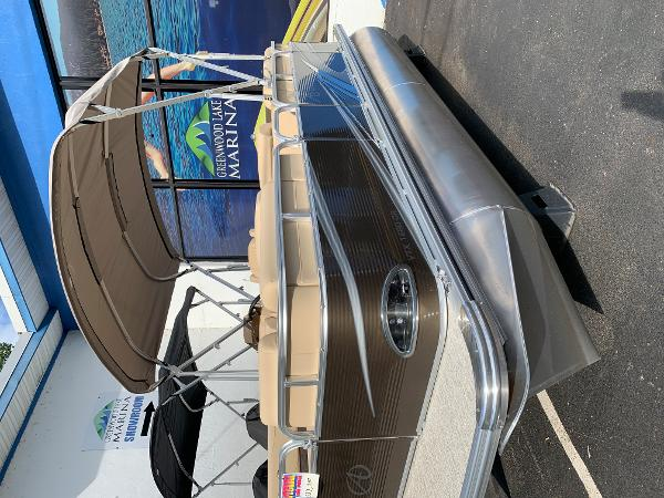 2020 Avalon boat for sale, model of the boat is VTX Cruise & Image # 2 of 7