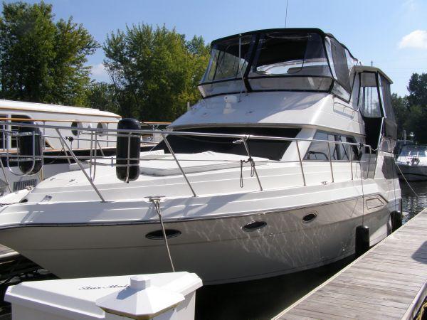 39' Cruisers Yachts 3950 Motoryacht