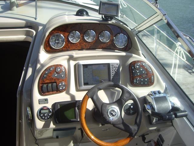 Sea Ray 335 Sundancer Helm Control