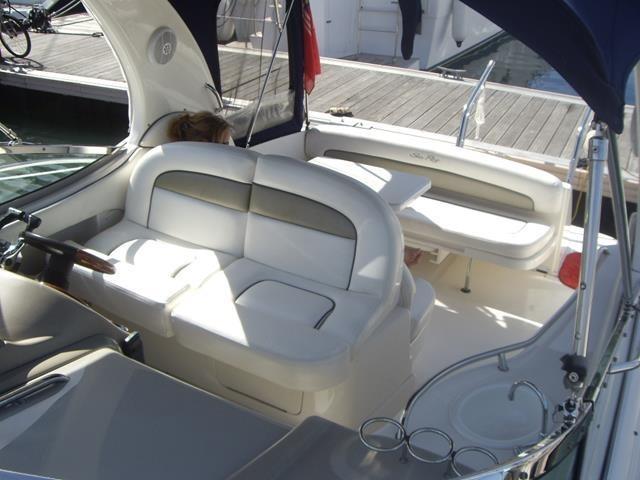 Sea Ray 335 Sundancer Cockpit Sitting