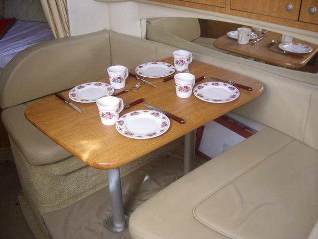 Sea Ray 335 Sundancer Salon Dining