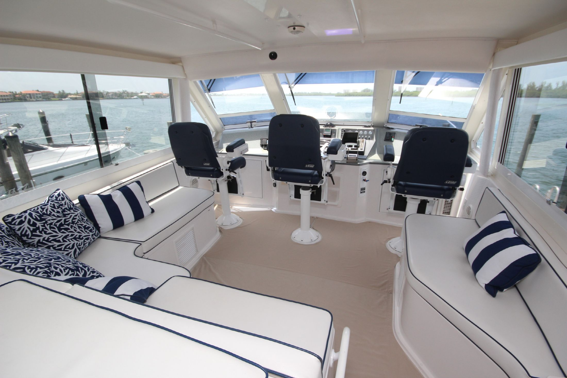 2000 viking yachts 60 cockpit motor yacht for sale for 60 viking motor yacht for sale