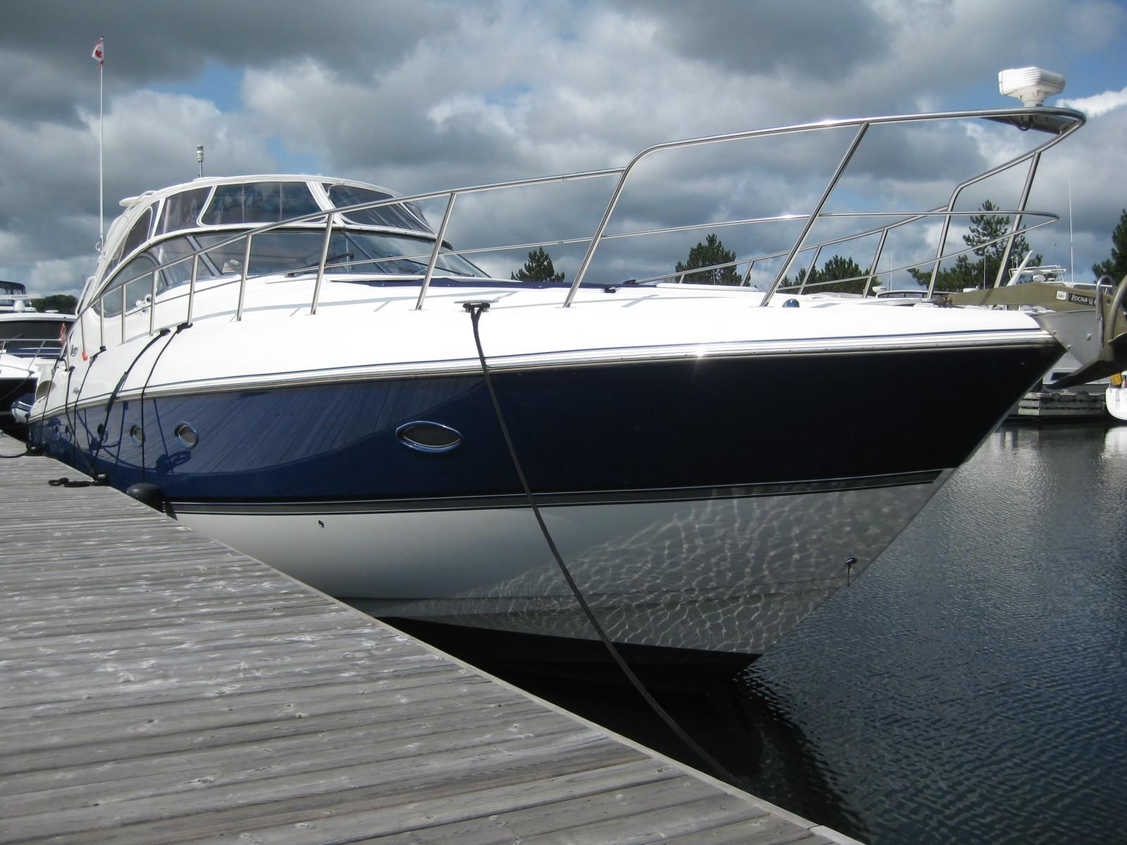 54 ft Cruisers Yachts 540 Express