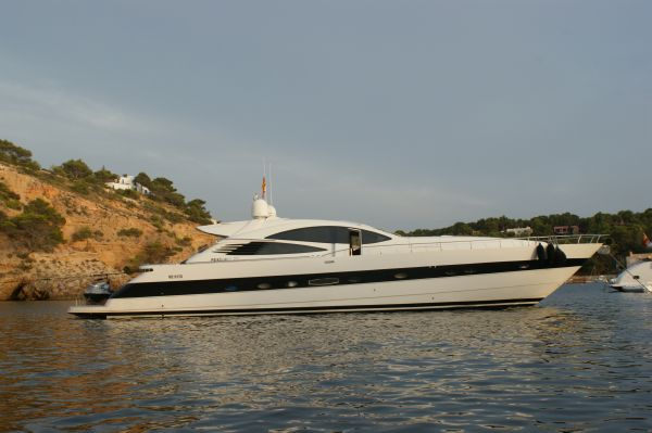 Pershing 76. Length: 23.49 meter. Model Year: 2004. Price: €1700000