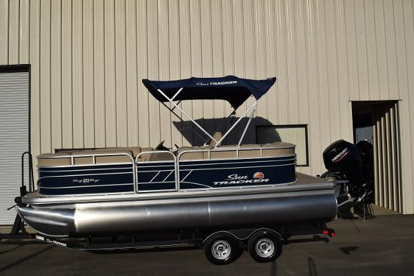 2020 Sun Tracker boat for sale, model of the boat is Party Barge 20 DLX & Image # 4 of 54