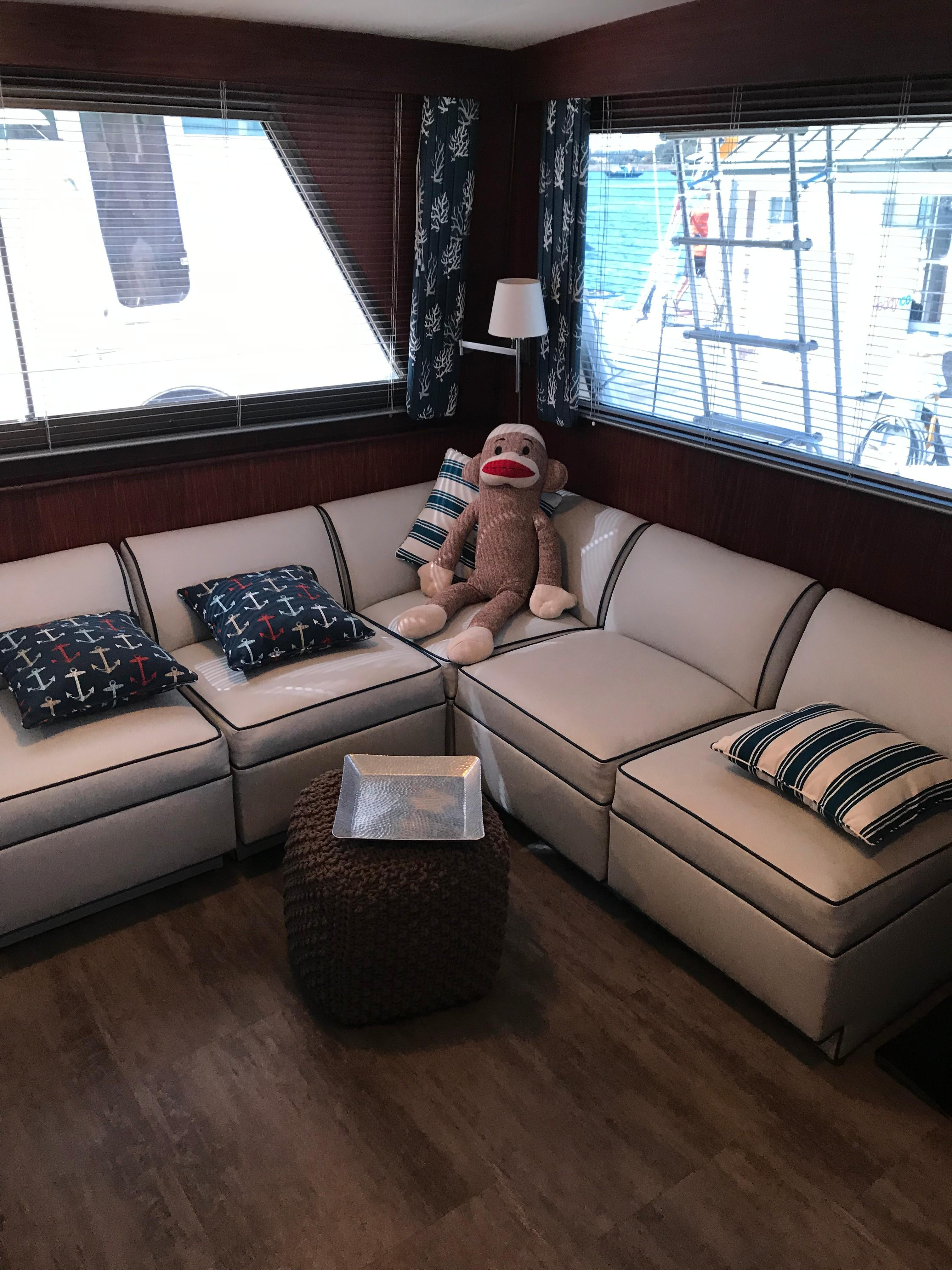 Hatteras Convertible - MUST SEE - Salon to starboard
