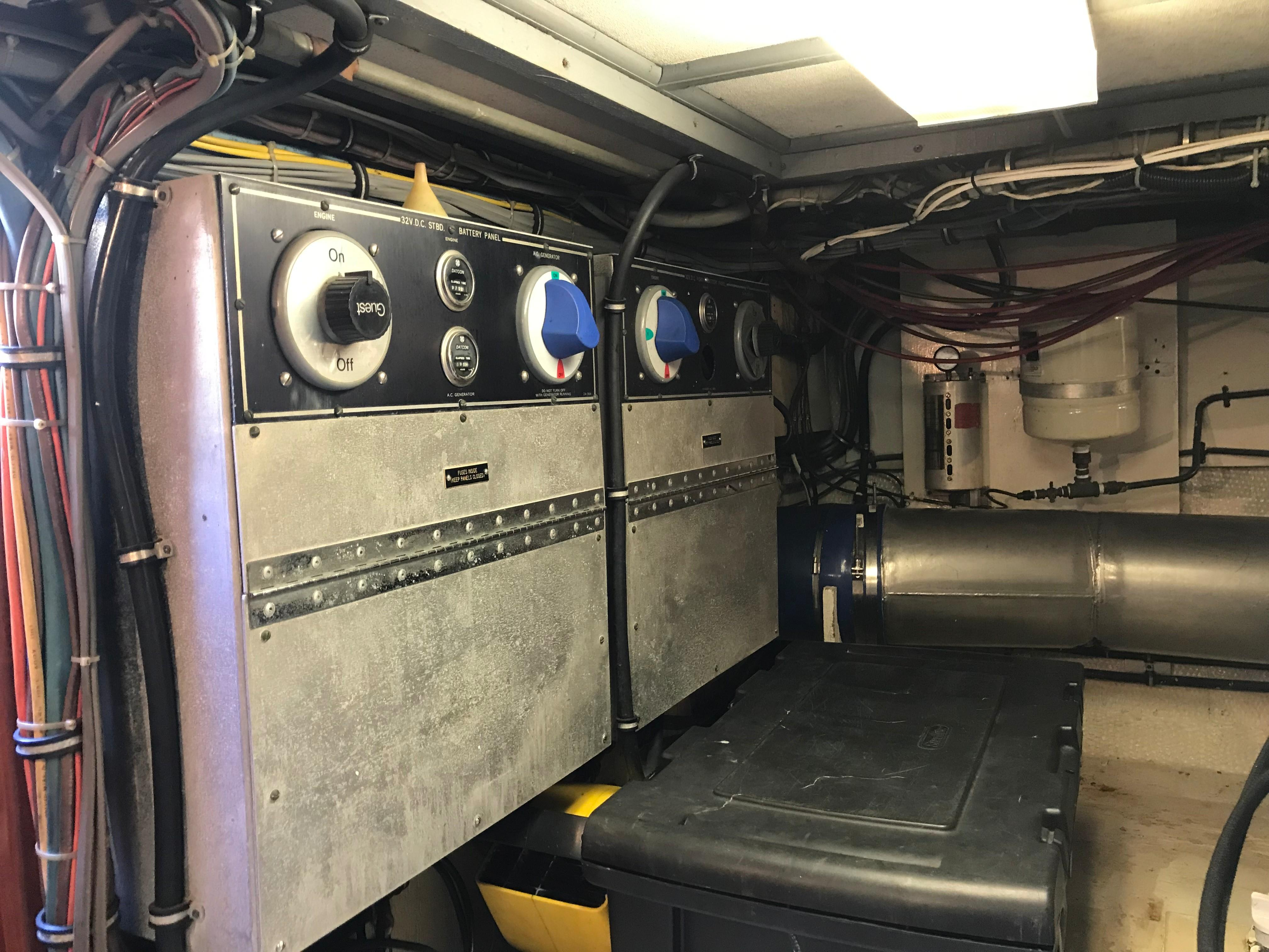 Hatteras Convertible - MUST SEE - Battery Switches