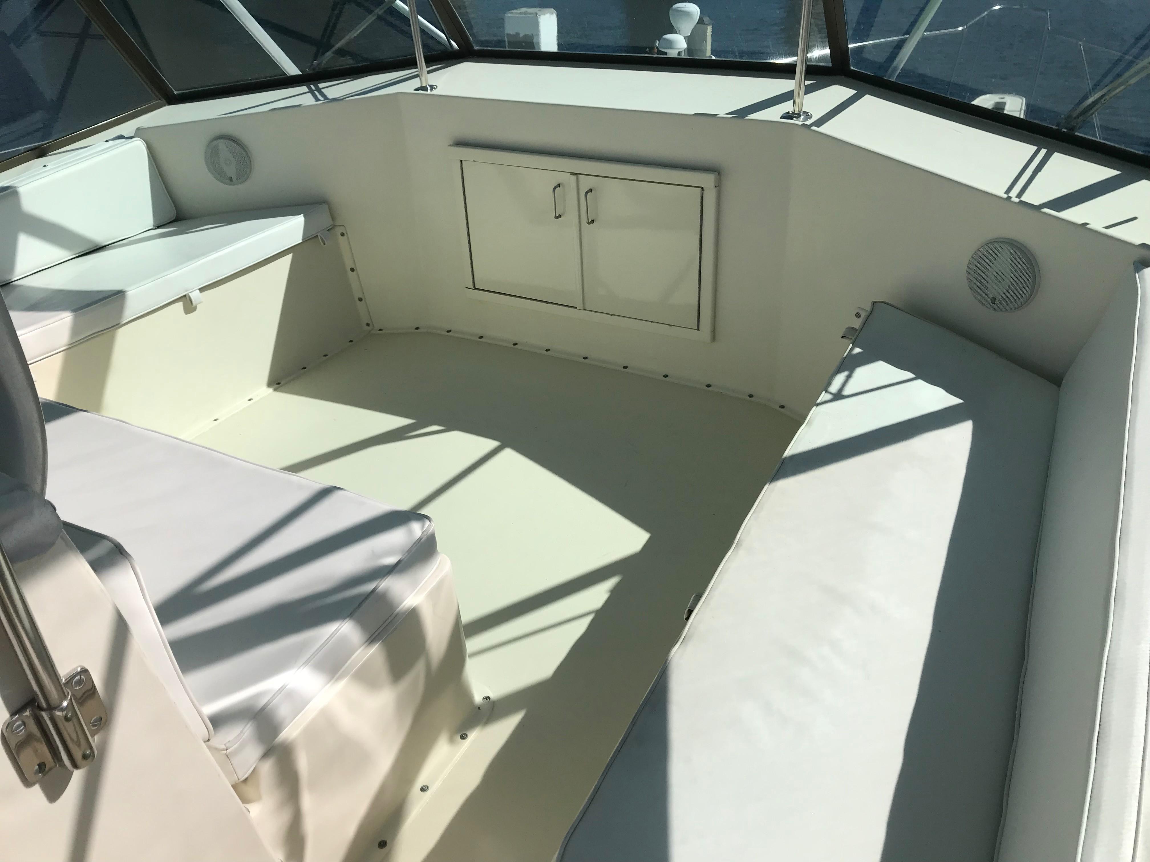 Hatteras Convertible - MUST SEE - Flybridge Seating forward