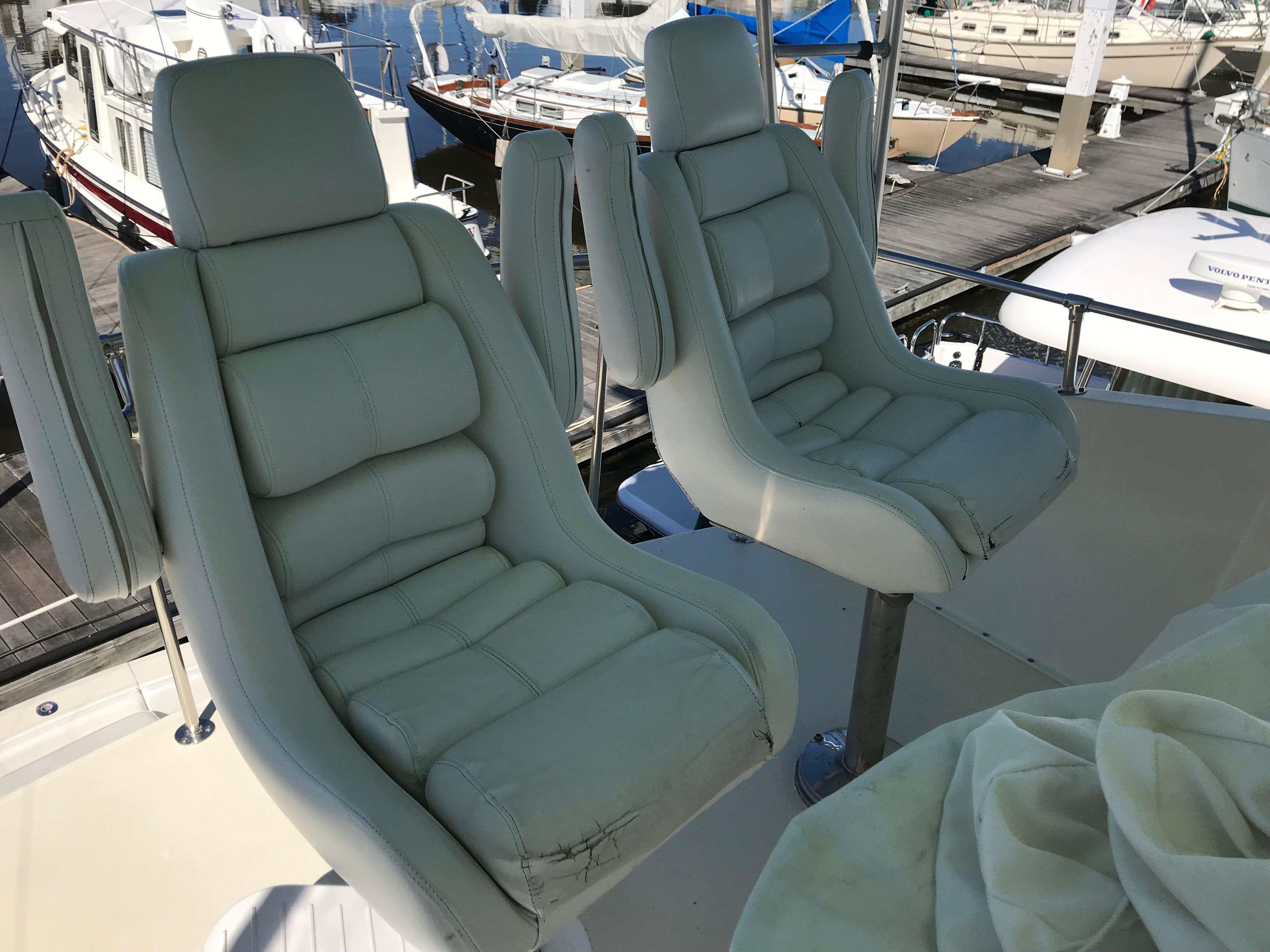 Hatteras Convertible - MUST SEE - Captain and Mate Seating