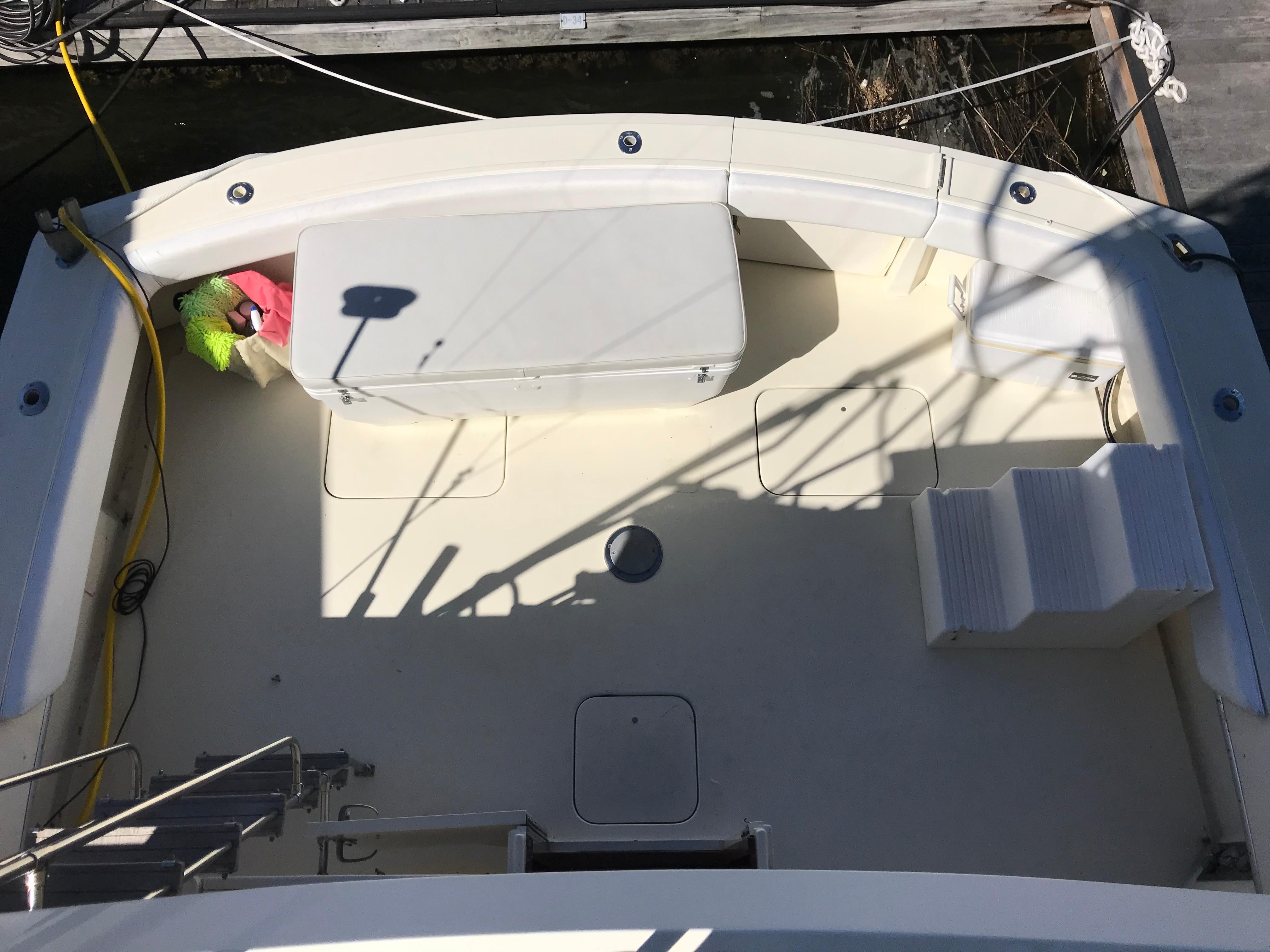 Hatteras Convertible - MUST SEE - Cockpit shot from bridge