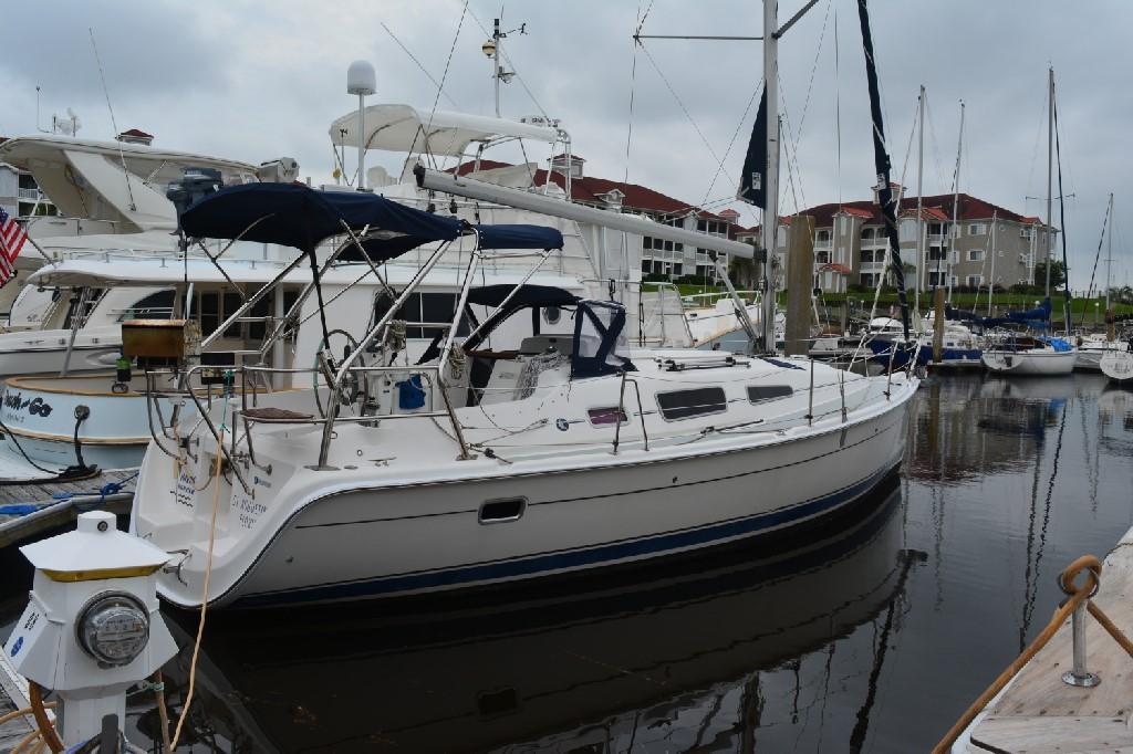 Hunter 33 - Starboard Profile